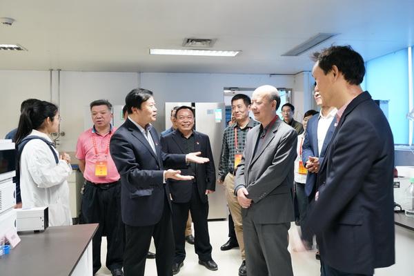 广州市政协黄炯烈副主席一行到广药集团白云山制药总厂调研